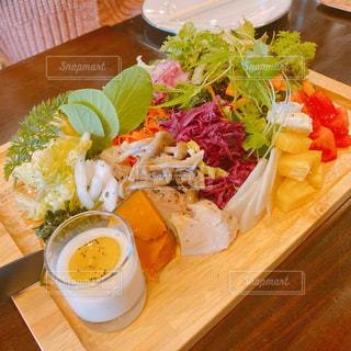 カフェ,ランチ,野菜,サラダ,木目,おしゃれ