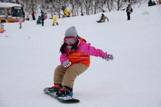 風景,冬,雪,屋外,人,スキー,運動,スノボ,若い,スキー場,女児,スノーボード,斜面,ウィンタースポーツ,はじめて,履物,ウインタースポーツ,スノーシュー,デビュー,スケート リンク,スポーツ用品