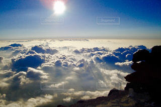 空には雲のグループの写真・画像素材[765911]