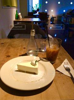 テーブルの上のコーヒー カップ - No.799797