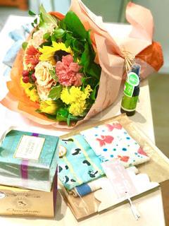 花束とプレゼント - No.935835