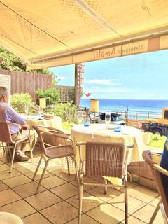 海を見ながらのんびりとカフェ。の写真・画像素材[986002]
