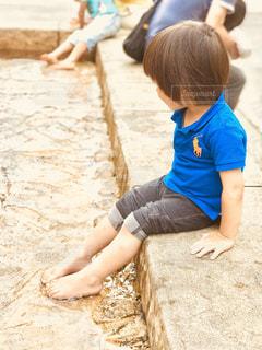 水遊びしていた子供時代、懐かしい感じの写真の写真・画像素材[1232747]