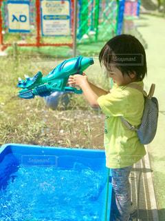 暑い日は水遊びが気持ちいいよね。の写真・画像素材[1312503]