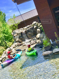 カヌーの体験。水しぶきが気持ち良さそう。の写真・画像素材[1318545]