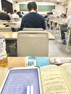 試験前、緊張のひと時の写真・画像素材[1321731]
