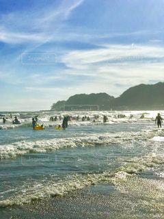 由比ヶ浜の午後の波の写真・画像素材[1386266]