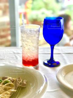 夏の七里ヶ浜のレストランで優雅なカフェランチの写真・画像素材[1410900]