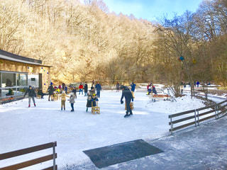 軽井沢、森の中のスケートリンクの写真・画像素材[1801084]