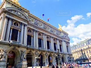 フランス、パリのオペラ座と前の広場の写真・画像素材[1814966]