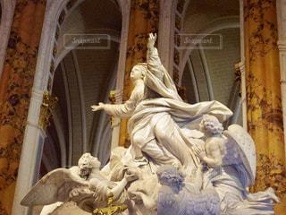 フランス、シャルトル大聖堂の聖母像の写真・画像素材[1817014]