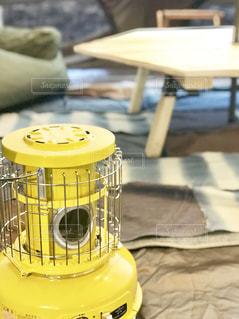 黄色でかわいいストーブの写真・画像素材[1825648]