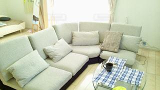 新居にローソファーを新調しました。新たな生活が始まります。の写真・画像素材[1856176]