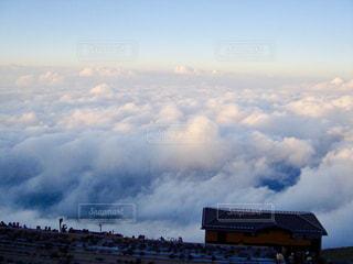 富士山の八合目あたりから見た雲海の景色の写真・画像素材[2213352]