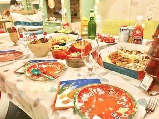 クリスマスが近くなってきたので、クリスマスパーティーのテーブルフォトを。の写真・画像素材[2733852]