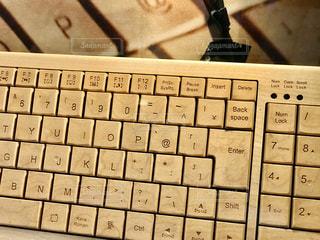 木でできたキーボードの写真・画像素材[2869844]