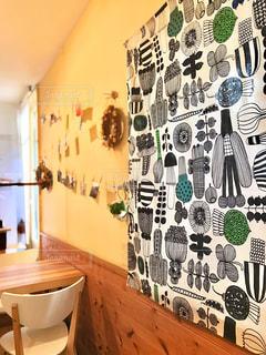 カフェの壁にかかっていたカーテンのデザインの写真・画像素材[3106950]