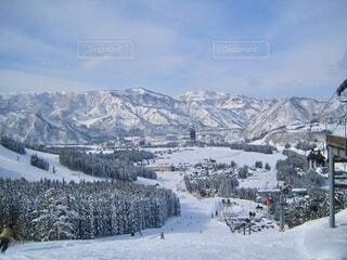 ゲレンデから山々を望むの写真・画像素材[4093922]