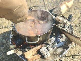キャンプで作った熱々ビーフシチューですの写真・画像素材[4190086]