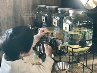カフェのジュースサーバの写真・画像素材[4579552]