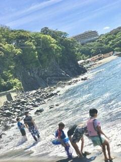 伊豆赤沢海岸の海水浴場 焦点加工で人物が判別されないようにしています。の写真・画像素材[4640694]