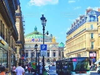 パリの街並み 焦点加工で人物が判別されないようにしていますの写真・画像素材[4725974]