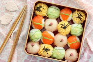 手まり寿司が可愛い花見弁当の写真・画像素材[3123361]