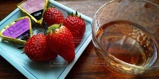 苺とチーズとワインの写真・画像素材[3072886]