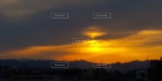 夕暮れ時の空の雲の写真・画像素材[3105356]