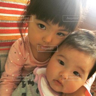子ども,女の子,赤ちゃん,幼児,姉妹,カメラ目線