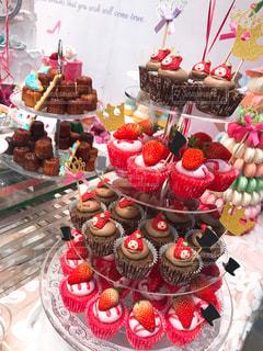 いちごのカップケーキの写真・画像素材[3075244]