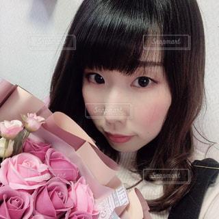 花束のプレゼントの写真・画像素材[3084129]