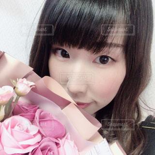 ピンクの花束をの写真・画像素材[3084140]