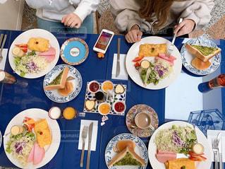 テーブルに並ぶカラフルなアラビアン料理の写真・画像素材[3076714]