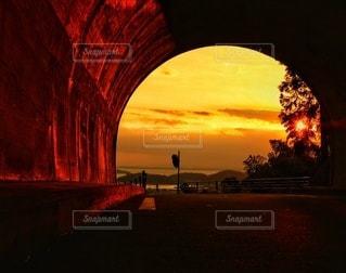 燃えるトンネルの写真・画像素材[3076413]