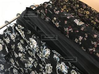 花,春,夏,黒,日常,洋服,生活,ライフスタイル,花柄,柄,クローゼット,夏服,衣替え,整理整頓