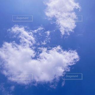 幸せを感じる青空の写真・画像素材[3102247]
