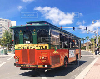 グアム赤シャトルバスの写真・画像素材[3102770]
