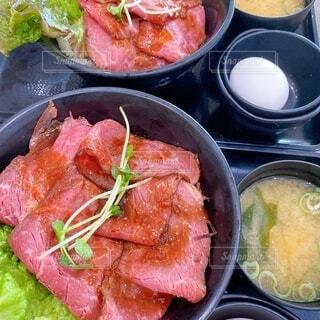 ローストビーフ丼の写真・画像素材[3788425]