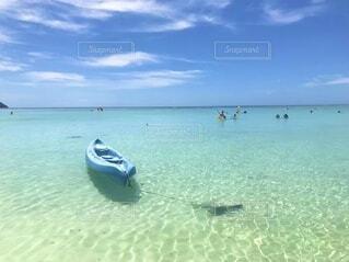 透き通る海の写真・画像素材[4104100]