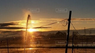 水と夕日の写真・画像素材[3074908]