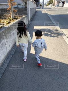 仲良し姉弟の写真・画像素材[3077979]