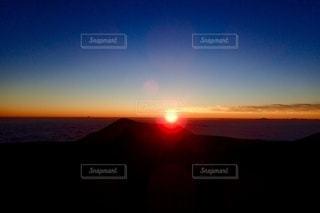 雲海に沈む夕日の写真・画像素材[3401275]