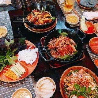食べ物,食事,ディナー,フード,メニュー,野菜,皿,サラダ,料理,ベトナム,ベトナム料理,魚介類,パクチー,ハノイ,ファストフード,大皿,飲食