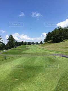 緑に映えるゴルフコースの写真・画像素材[3091416]
