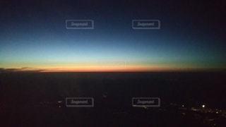沈む夕陽の写真・画像素材[3094561]
