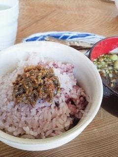 皿の上に一杯の米をの写真・画像素材[3094984]