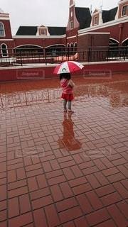 パパに買ってもらった初めての傘の写真・画像素材[3087997]