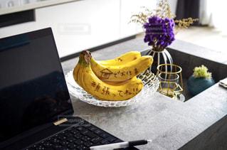 食べ物,テーブル,コンピューター,バナナ,ノート パソコン