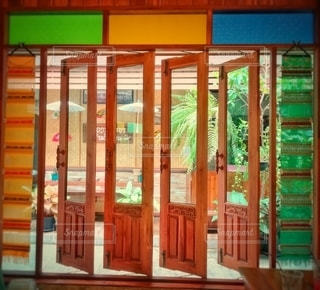 木の窓の写真・画像素材[3110919]